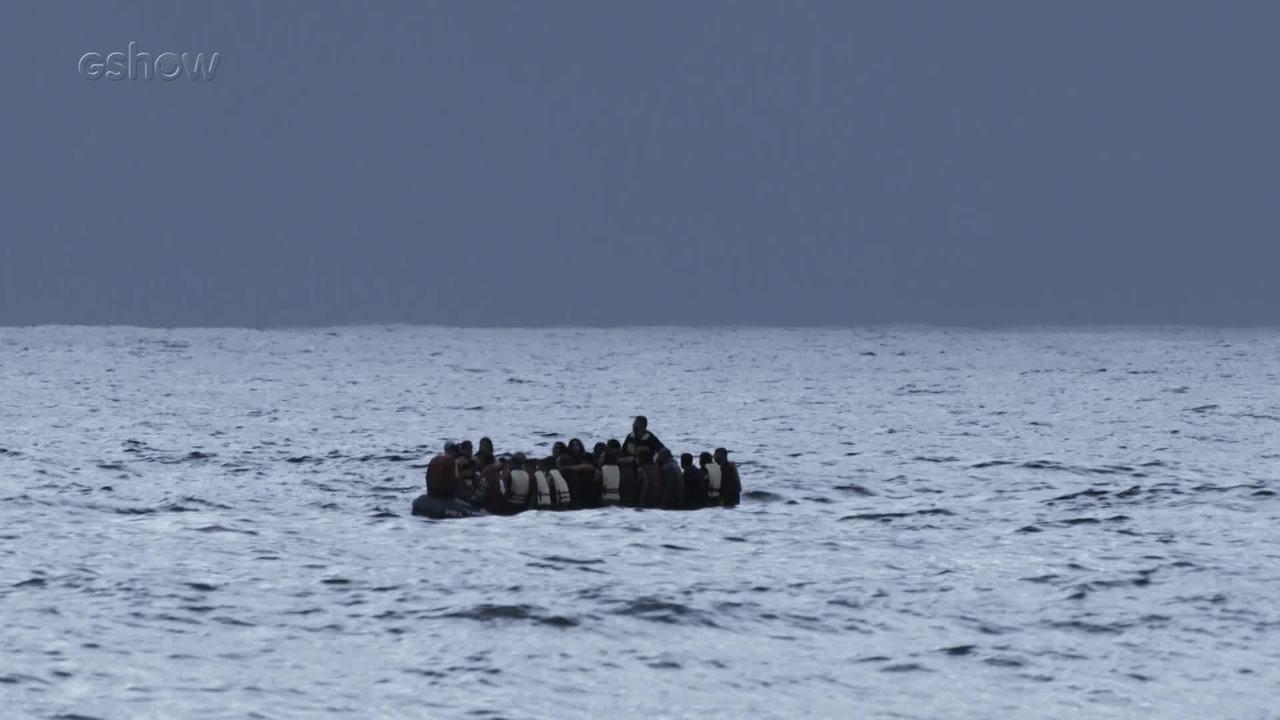 Confira os bastidores da cena em que bote com refugiados vira em Órfãos da Terra