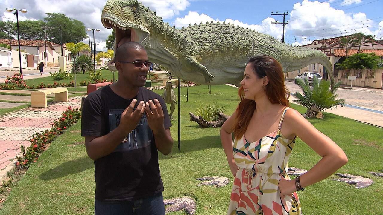 Briza Menezes volta à pré-história e conhece a Cidade dos Dinossauros