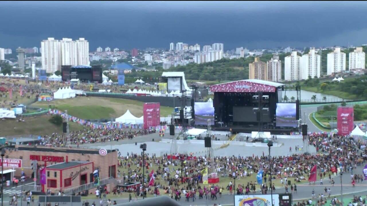 Shows do Lollapalooza estão suspensos por ameaça de raios e chuva forte