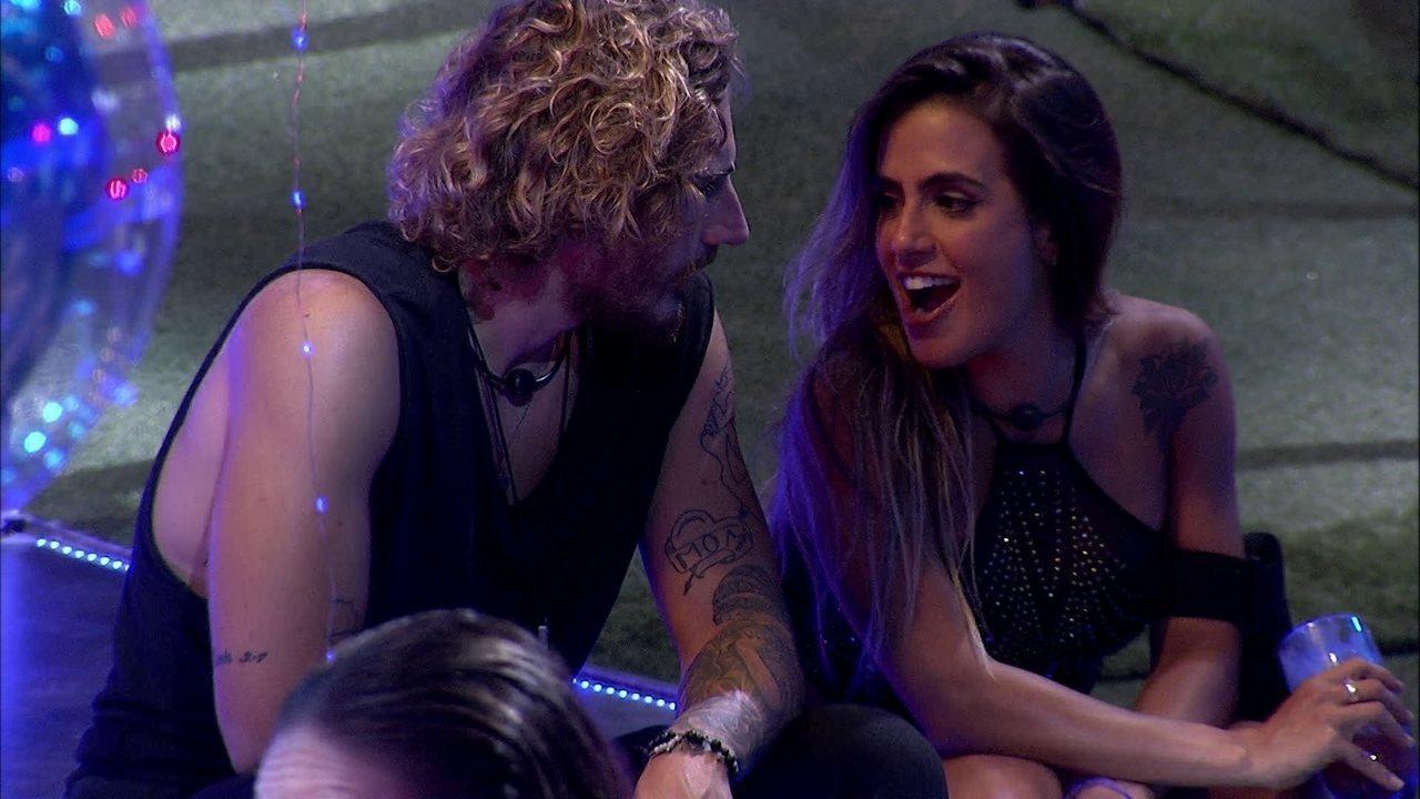 Carolina faz mistério para Alan: 'O que eu tenho para ter falar só vou falar na sexta'