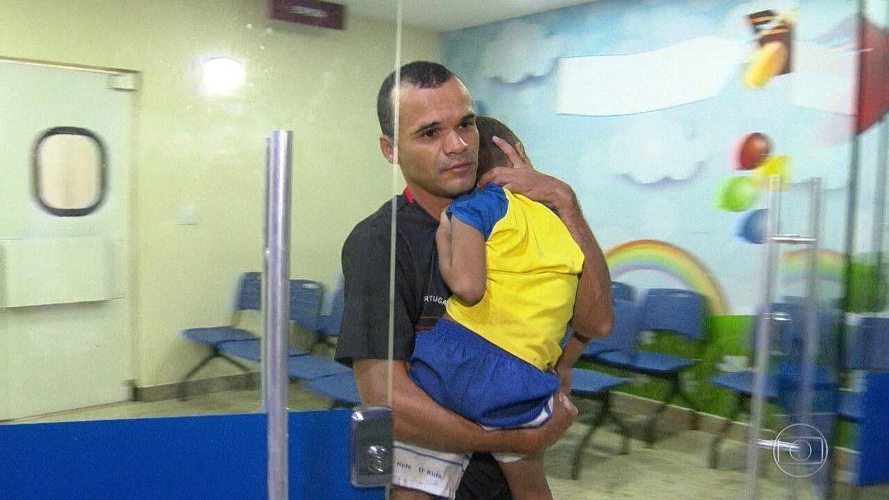 Pacientes esperam horas por atendimento no Hospital Federal de Bonsucesso