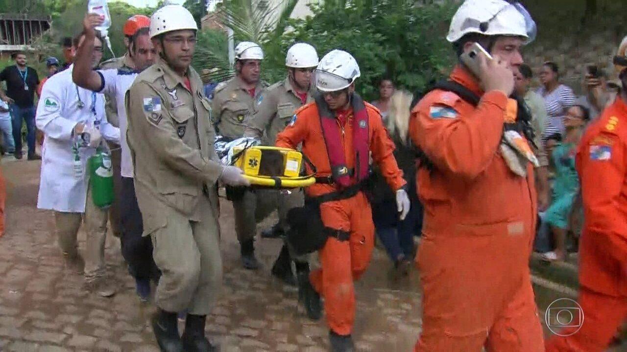 Menino de 5 anos é resgatado com vida de escombros na Muzema