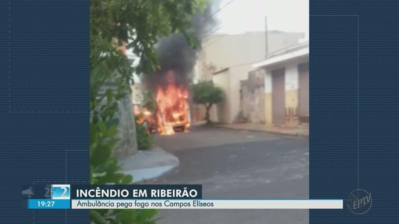 Ambulância pega fogo no Campos Elíseos em Ribeirão Preto, SP