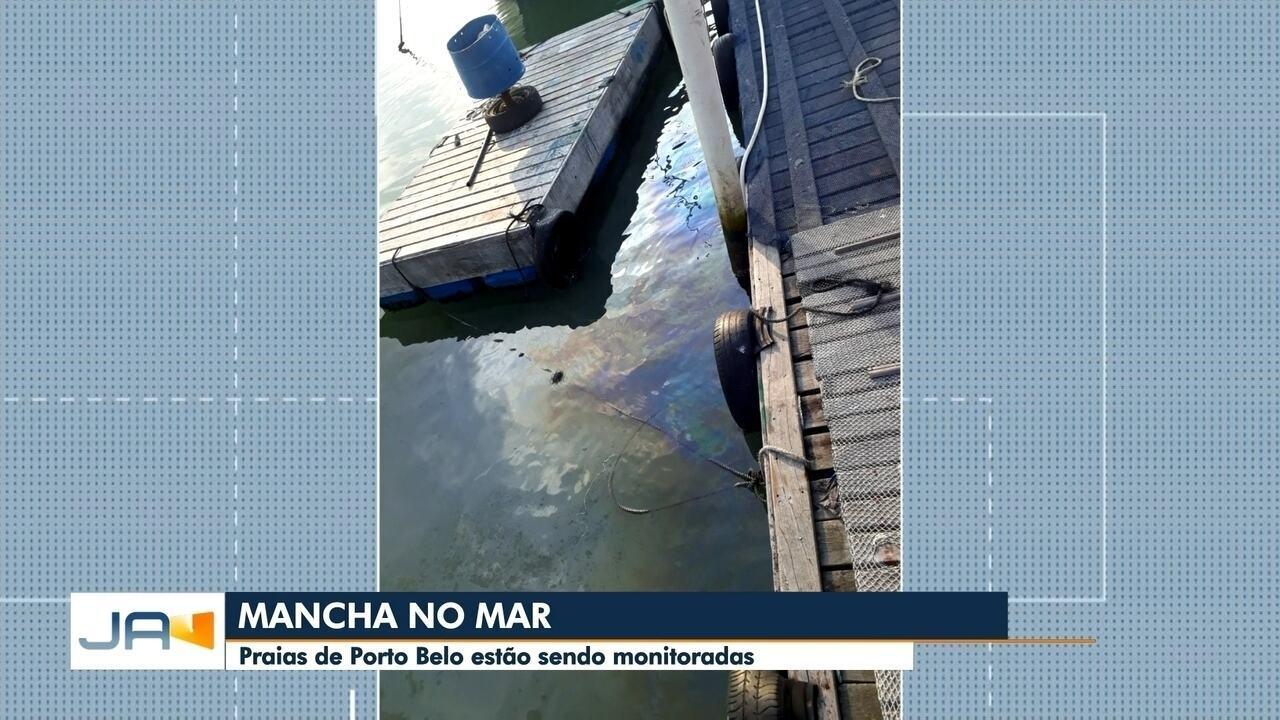 Mancha no mar é investigada em Porto Belo
