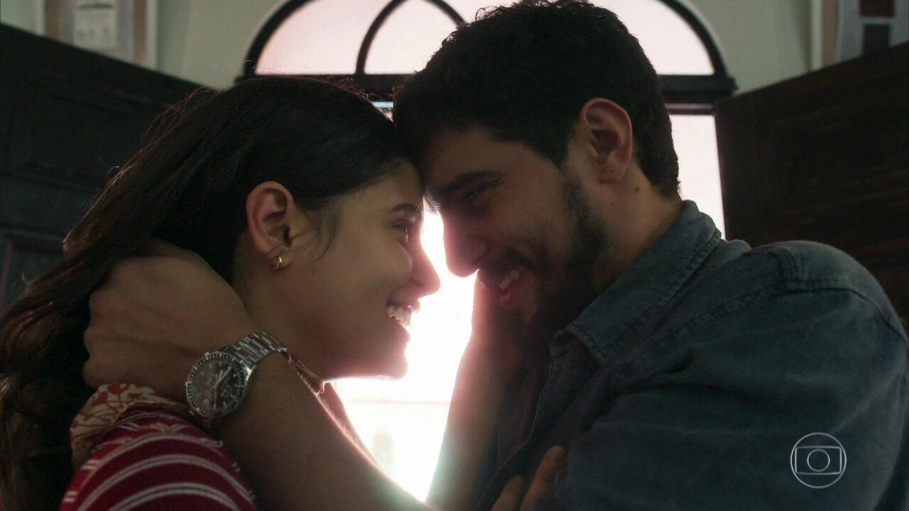 Laila e Jamil finalmente se reencontram no Brasil