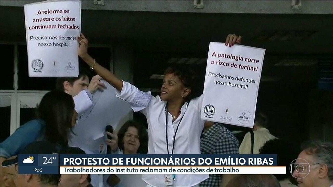 Funcionários do Instituto Emílio Ribas protestam