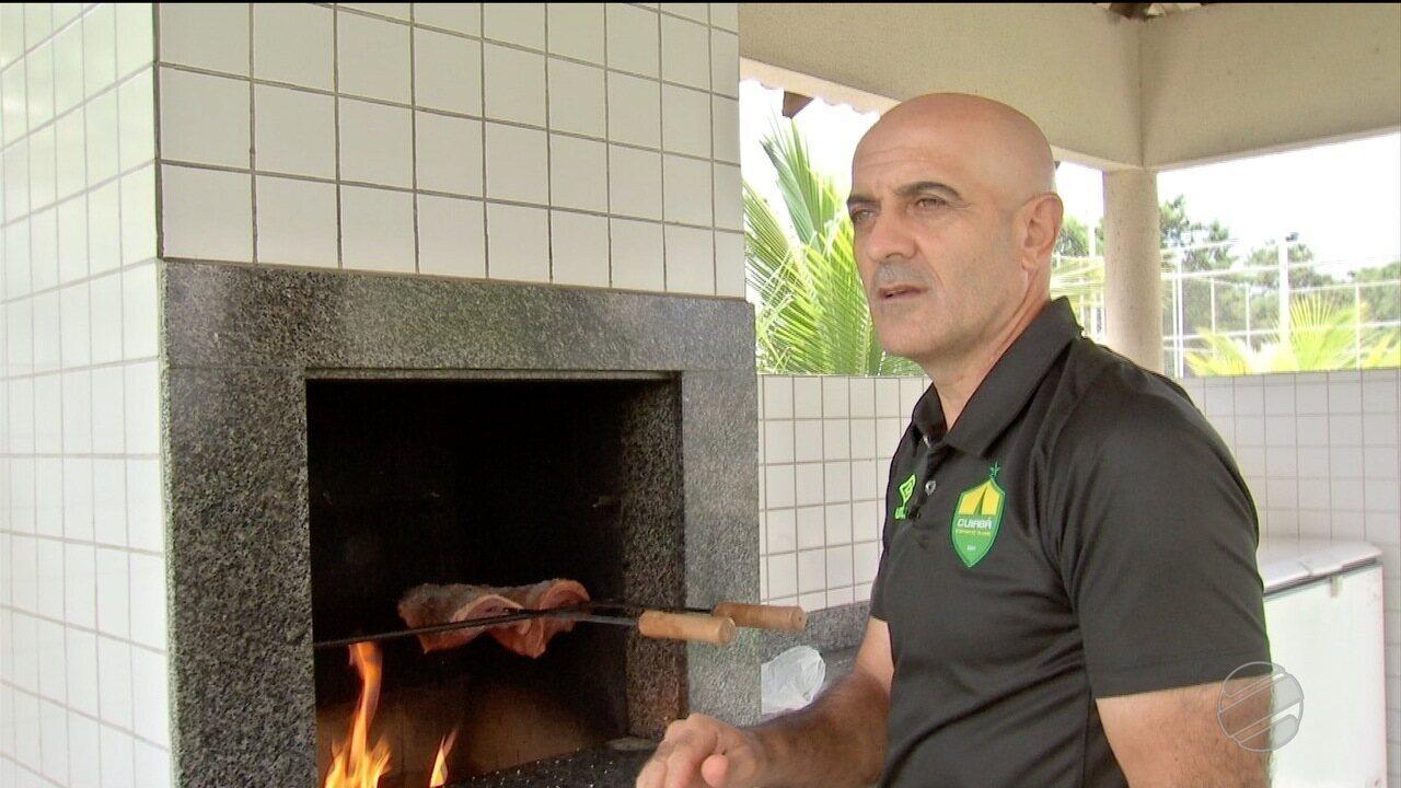 Um bate papo com o técnico Itamar Schulle, do Cuiabá, sobre churrasco e futebol