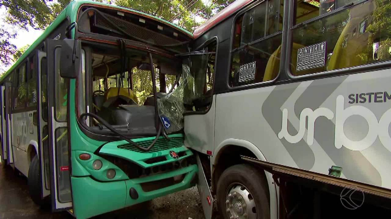Acidente entre dois ônibus deixa feridos em Juiz de Fora
