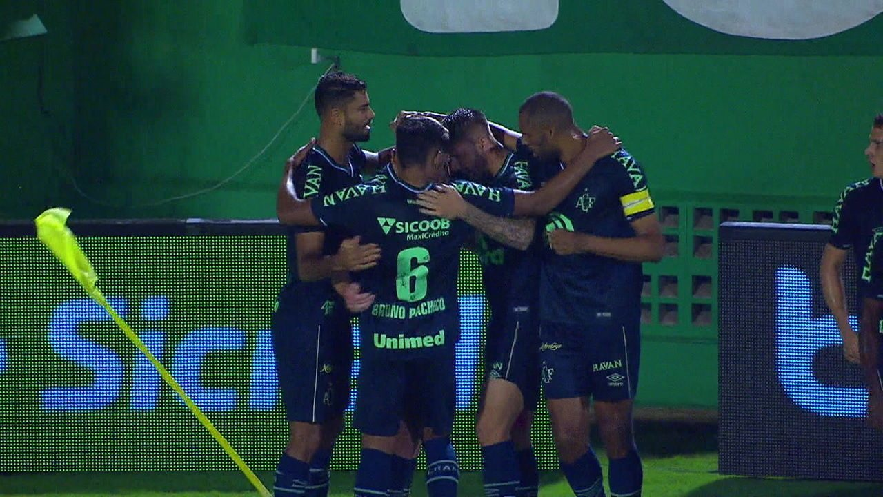 O gol de Chapecoense 1 x 0 Corinthians pela Copa do Brasil