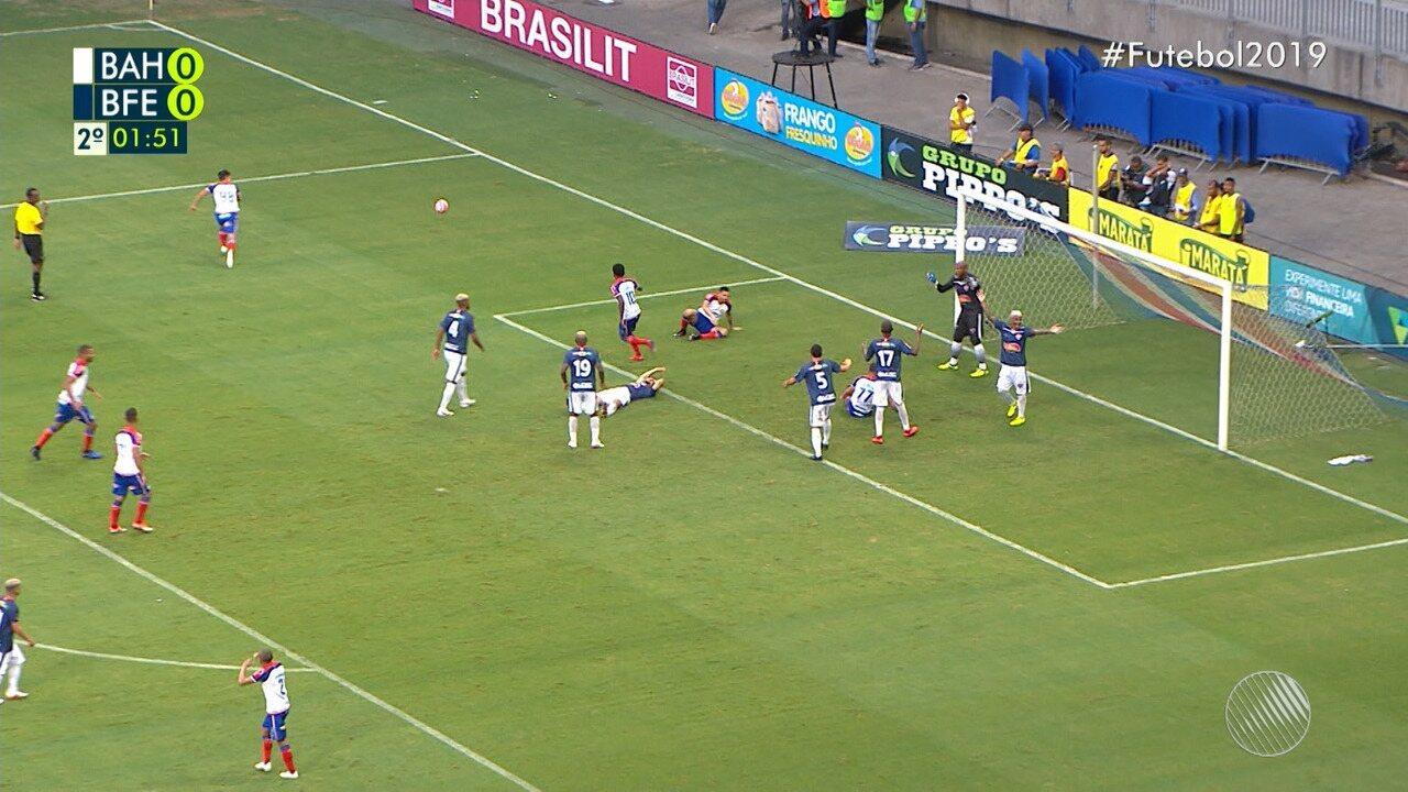 01': Gilberto ajeita para Arthur Caíke mas jogador não consegue concluir e marcar gol