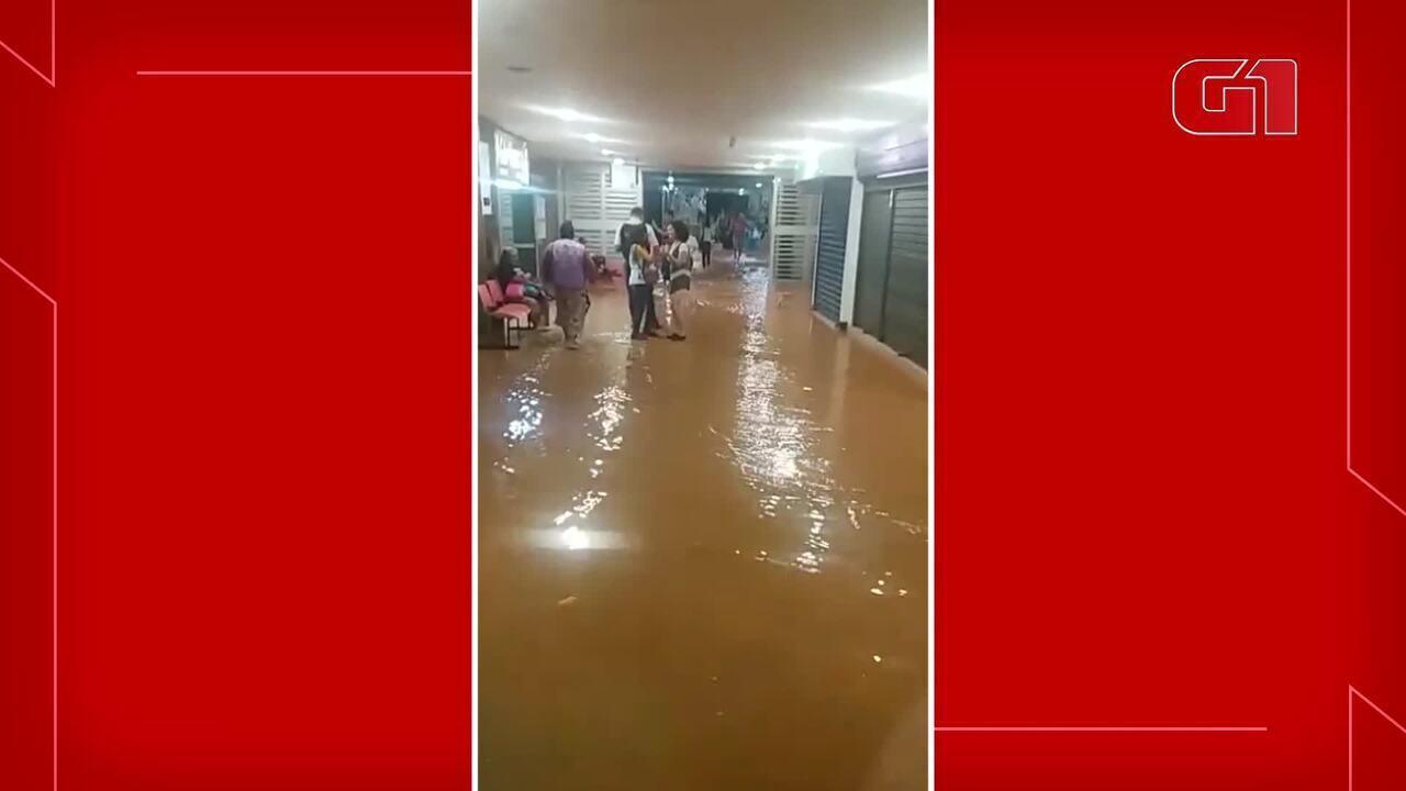 Estação Central do Metrô fica alagada após chuva