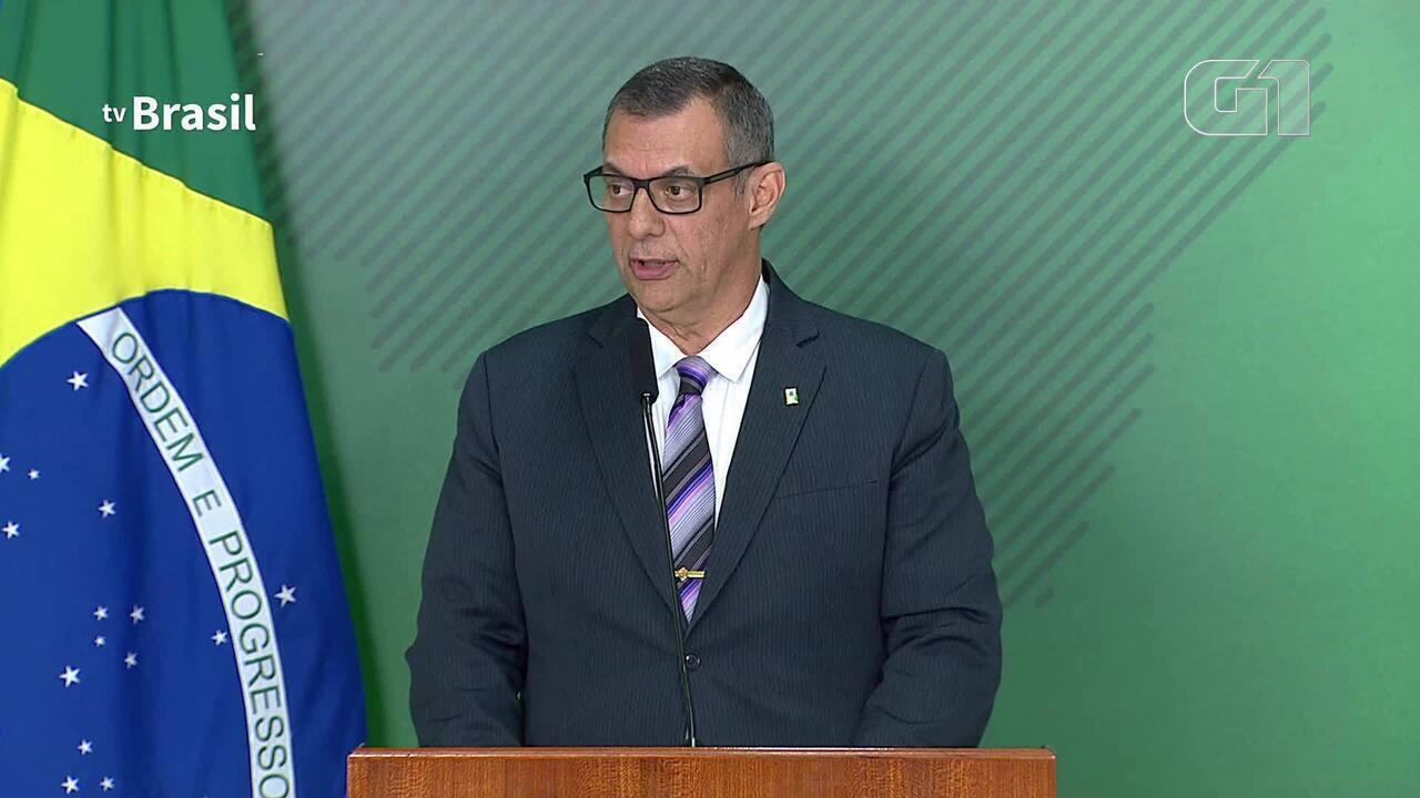 Bolsonaro diz que declarações de Olavo de Carvalho 'não contribuem' para o governo