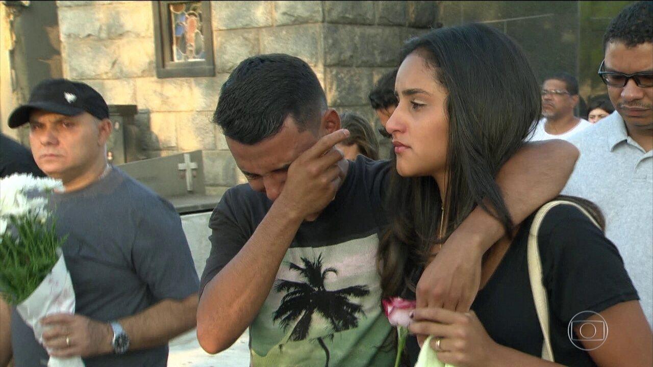 Sobe para 24 o número de mortos no desabamento de prédios no Rio