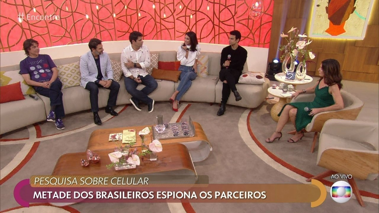 Fátima revela que tem a senha do celular do namorado, Túlio