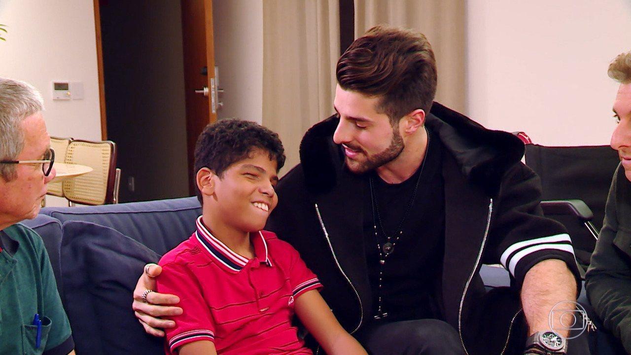 Confira o emocionante encontro de Alok com o menino Paulinho