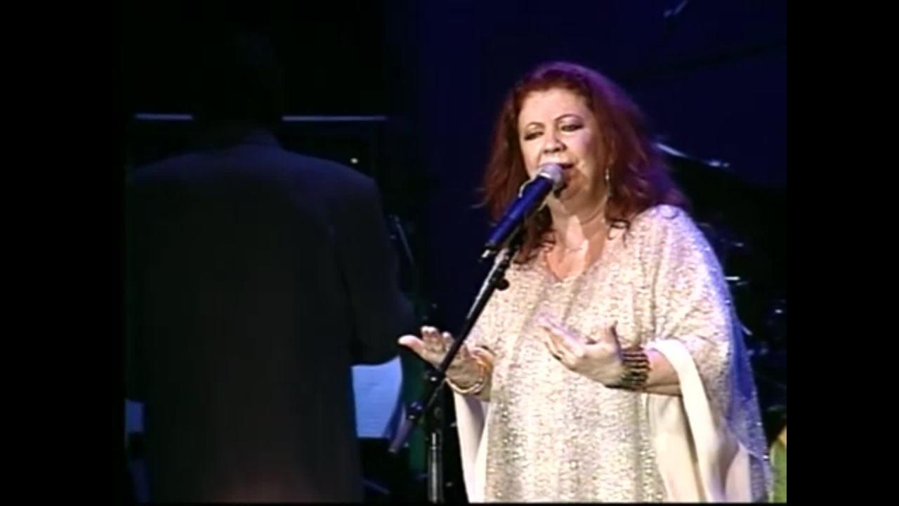 Beth Carvalho canta
