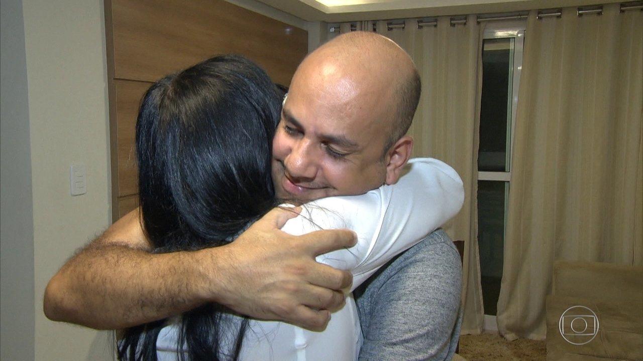 Após 38 anos, mulher reencontra filho que foi levado depois do nascimento