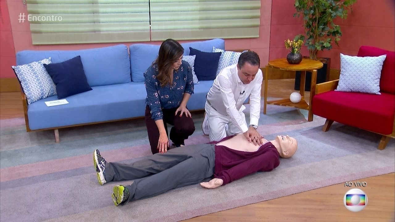 Aprenda a fazer a massagem cardíaca