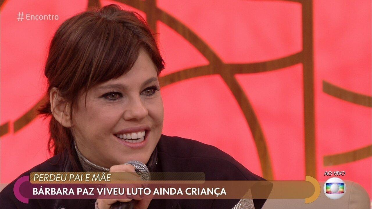 Bárbara Paz relembra morte do pai quando ainda tinha 6 anos