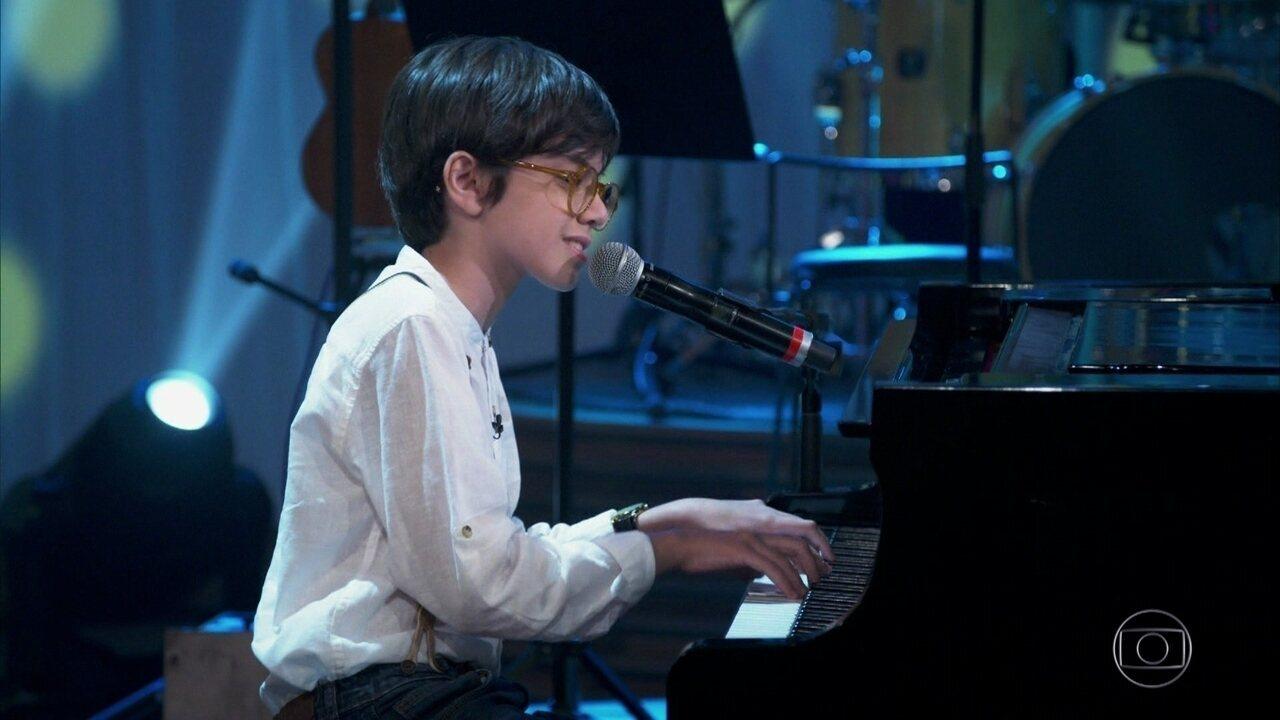 Davi Campolongo canta