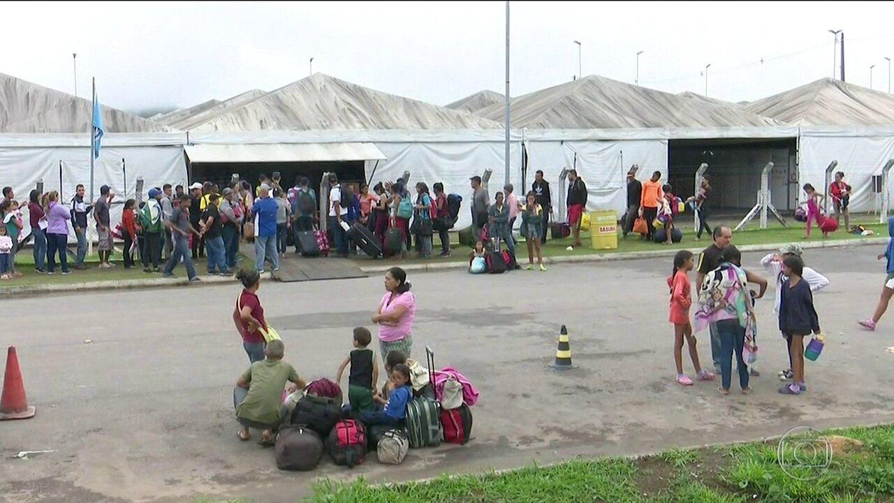 Venezuelanos aproveitam reabertura da fronteira para comprar mantimentos no Brasil