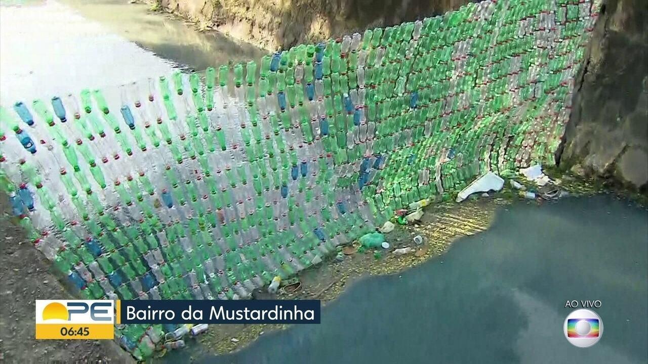 Estudantes criam ecobarreira para impedir que lixo siga por canais