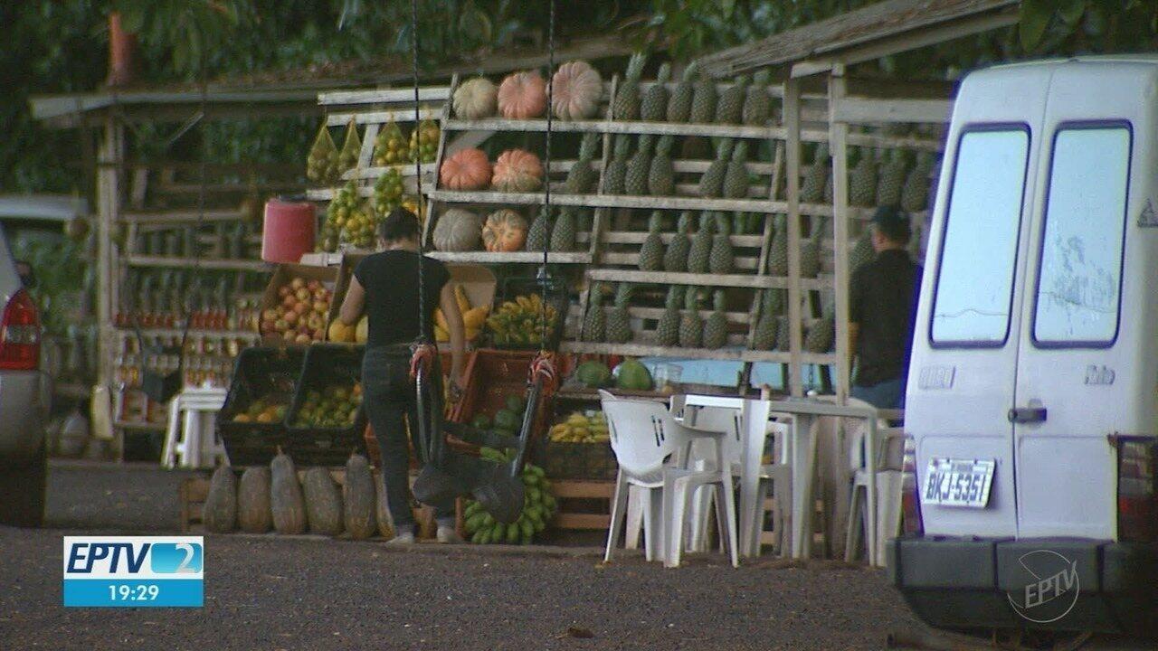 Concessionária quer acabar com as barracas de frutas na Cândido Portinari em Brodowski, SP