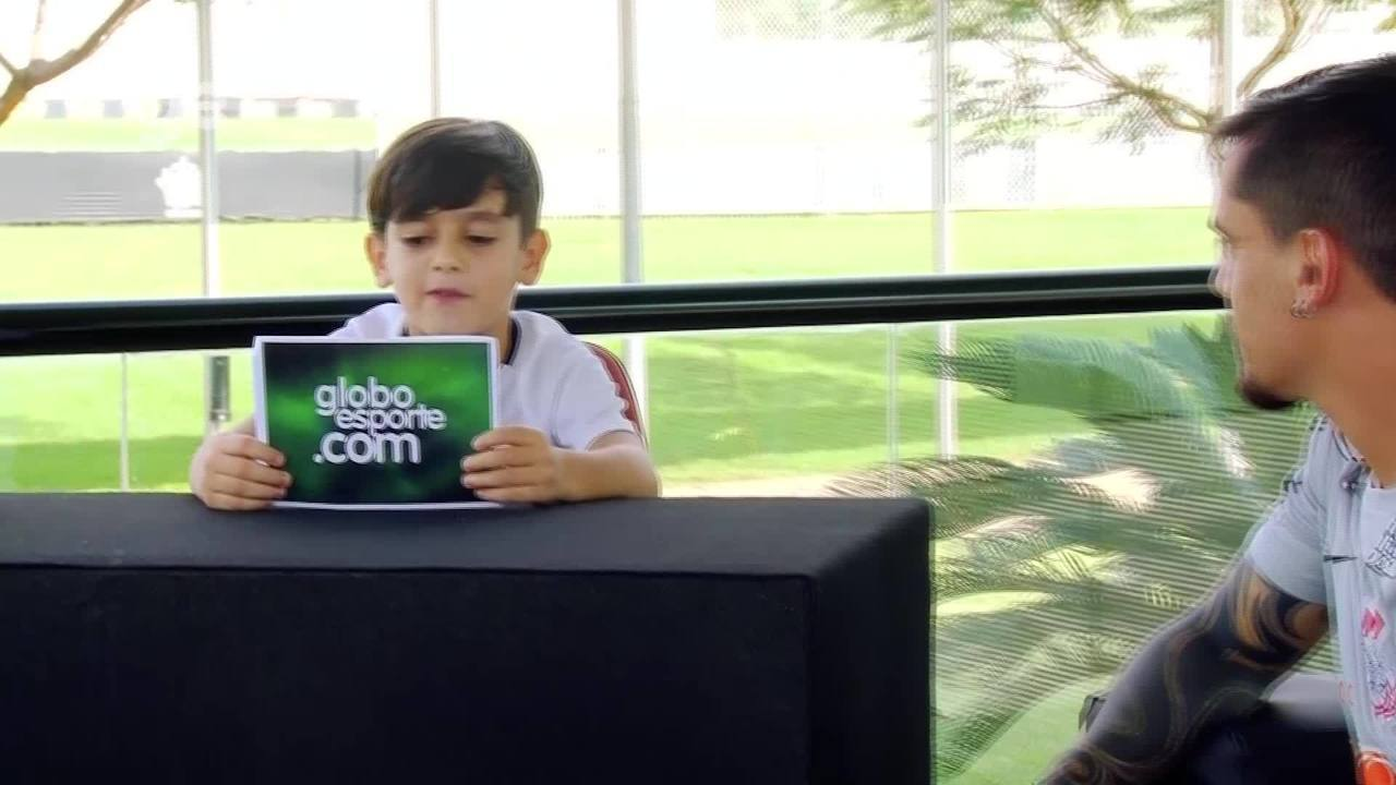 """""""Fagninho talk show"""": Fagner, do Corinthians, é entrevistado pelo filho"""