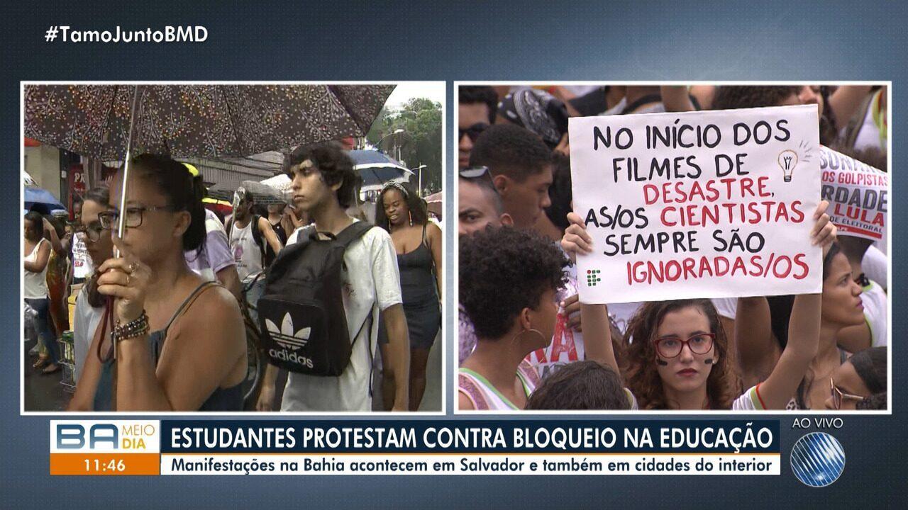 Trabalhadores da educação e estudantes fazem protesto no centro de Salvador