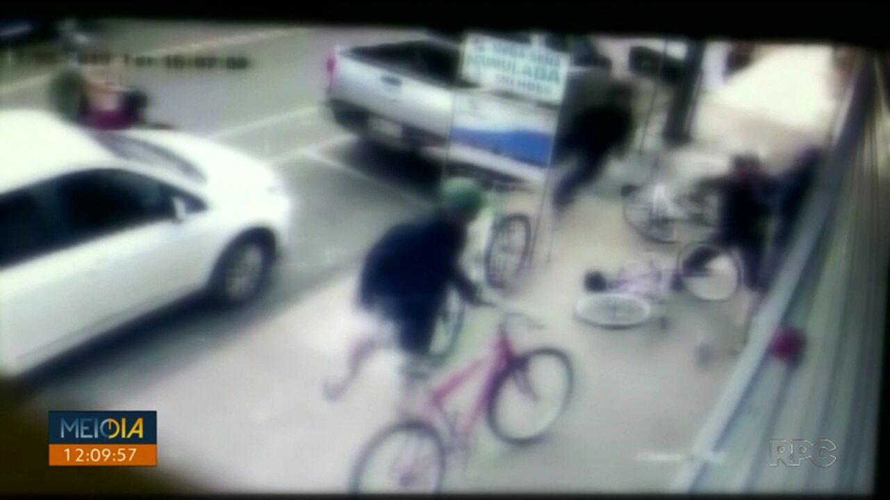 Imagens de câmera de segurança flagram briga em Lotérica