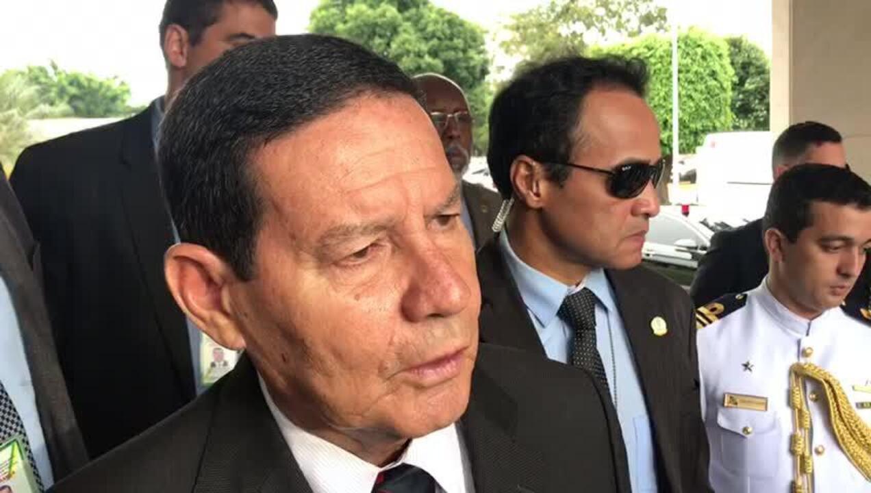 Vice-presidente, Hamilton Mourão, comenta protestos por bloqueio de verbas da educação