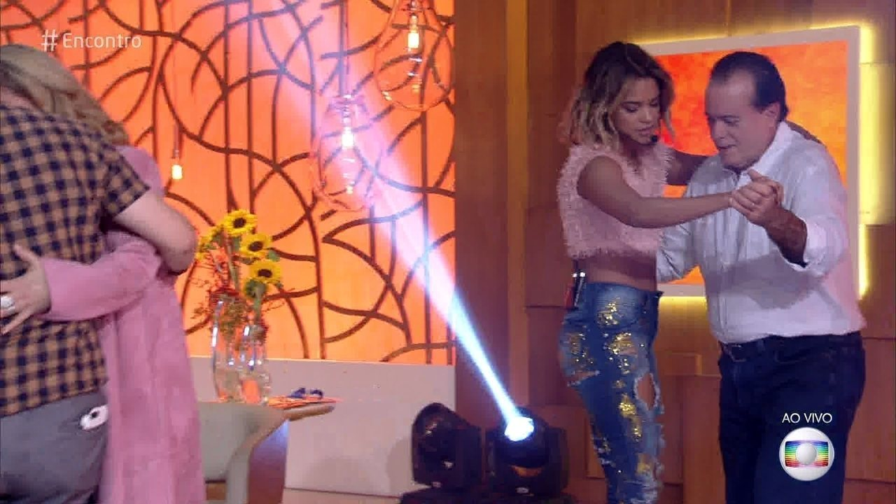 Tony Ramos dança forró com Lucy Alves