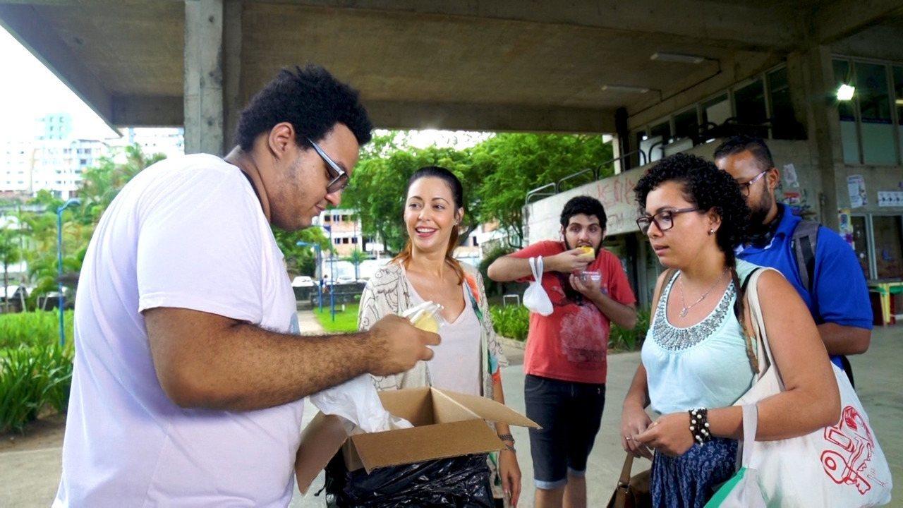 Briza conhece o estudante Breno Sodré, que ficou famoso na internet com suas empadas