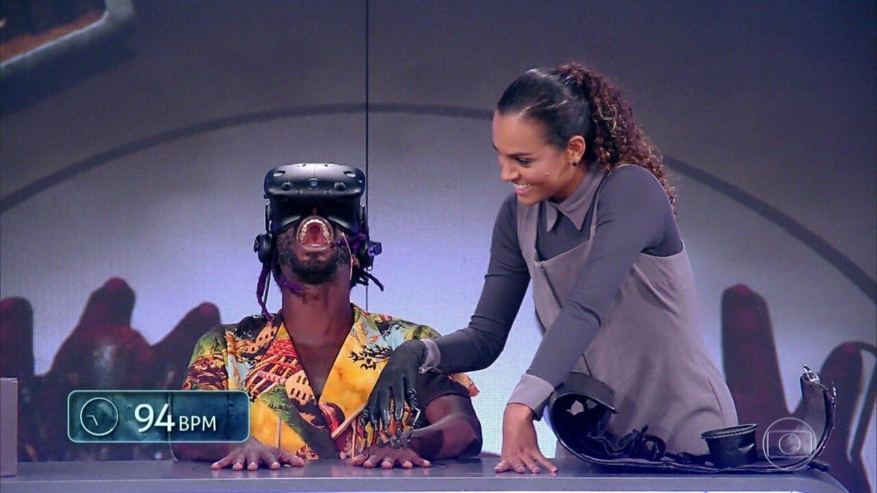 Fernanda Freitas e Jonathan Azevedo participam de desafio com óculos de realidade virtual