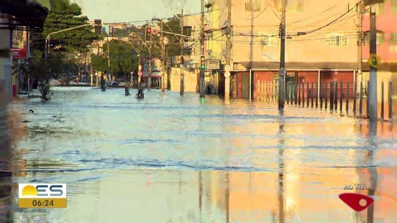 Ruas continuam alagadas em Vila Velha após forte chuva na Grande Vitória