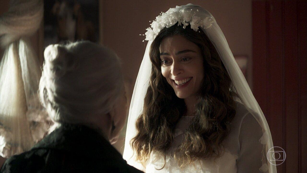 Maria da Paz (Juliana Paes) se prepara para o casamento