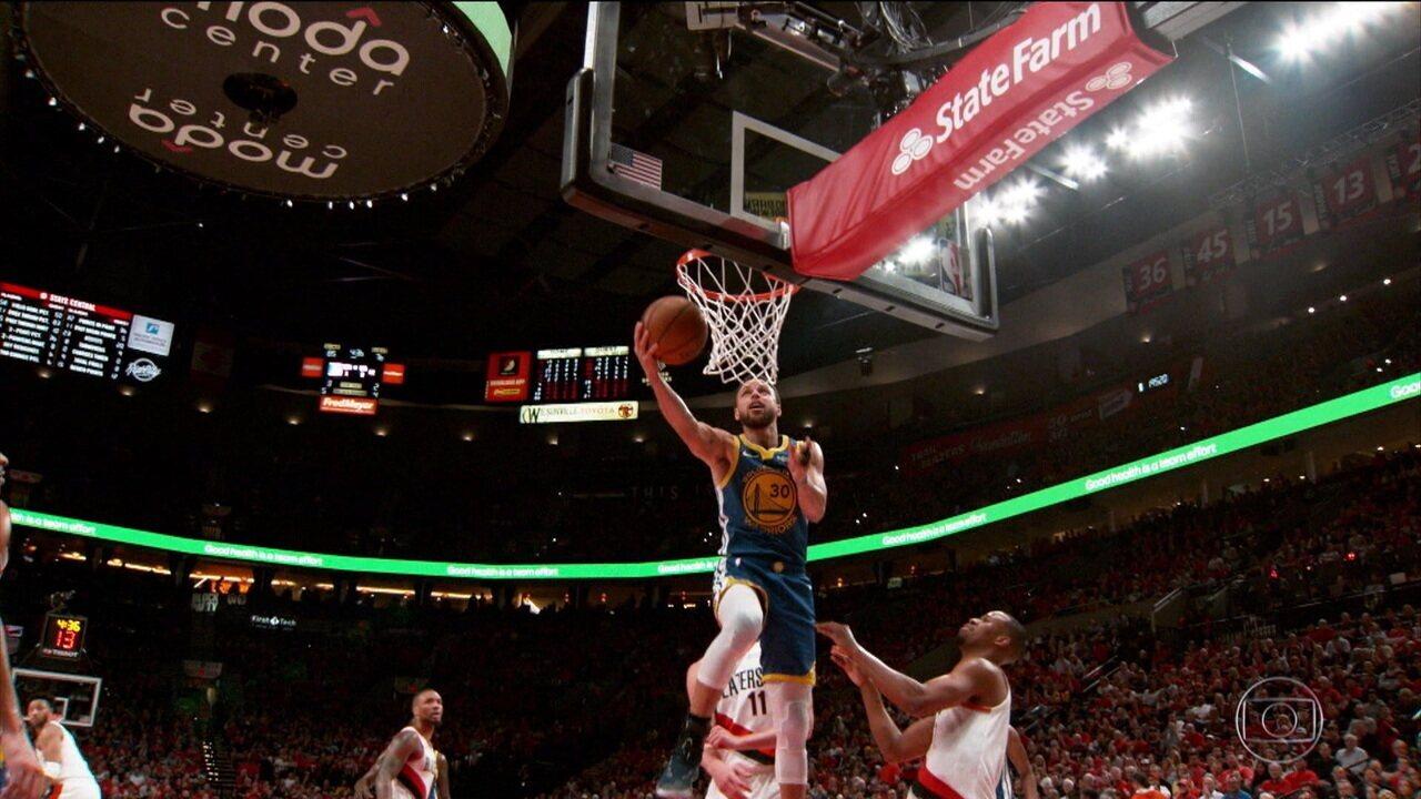 Curry dá show e coloca o Golden State Warriors na final da NBA pela quinta vez seguida