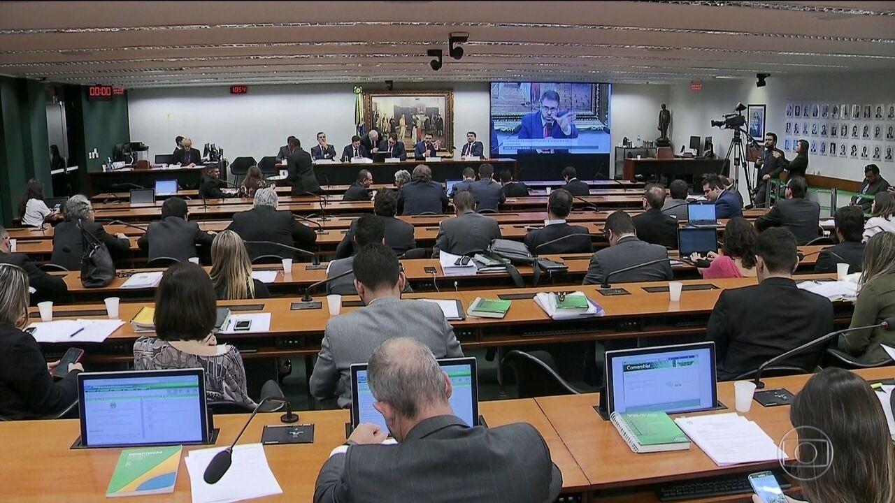 CCJ aprova texto de reforma tributária proposto pela Câmara