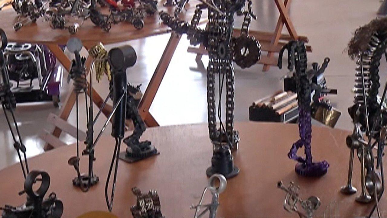 Morador de Guararema transforma peças de motos em obras de arte