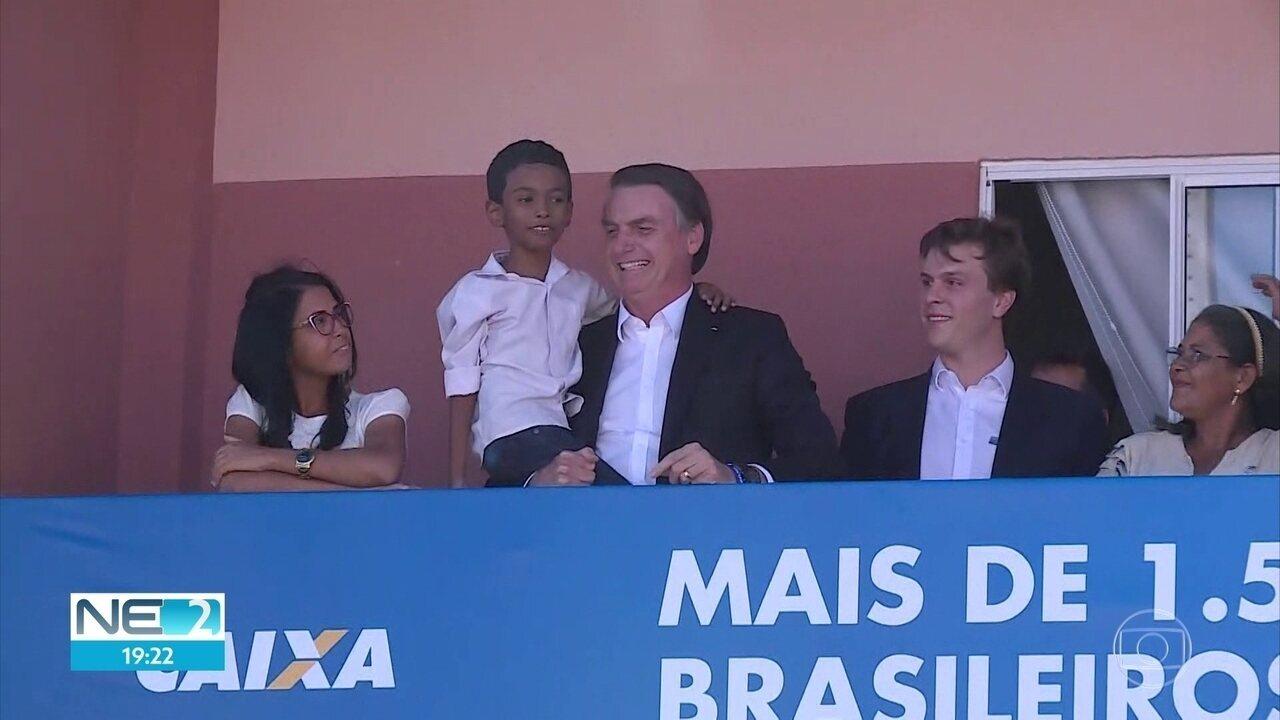 Bolsonaro inaugura conjunto residencial em Petrolina, no Sertão