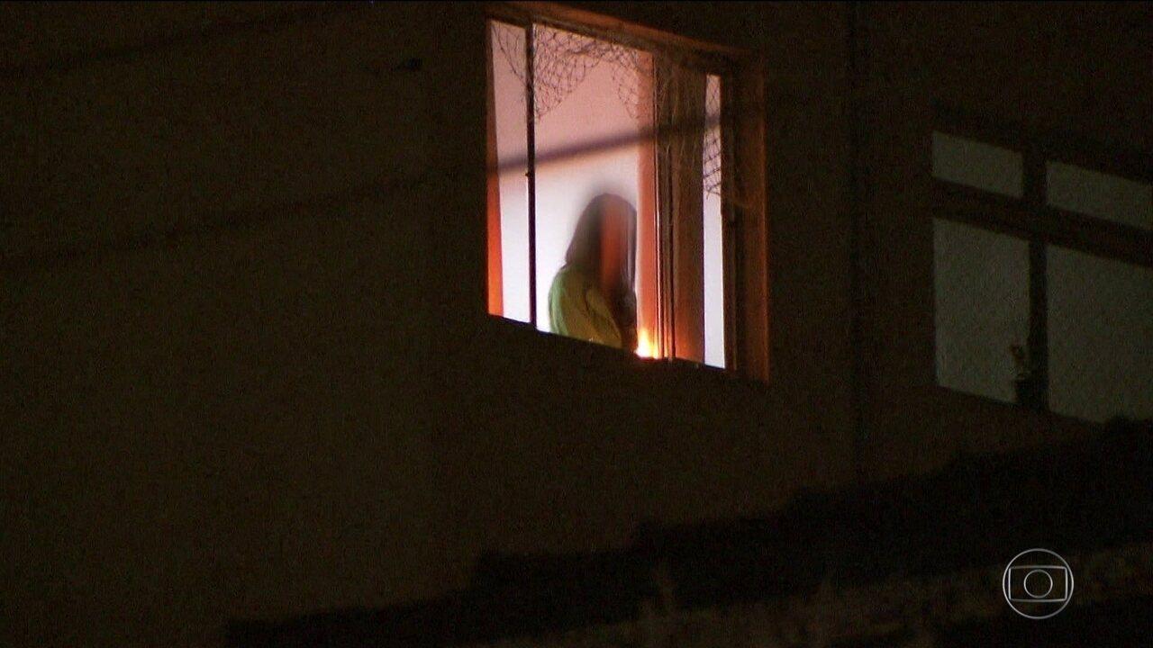 Polícia indicia por tentativa de homicídio mulher que jogou filha pela janela