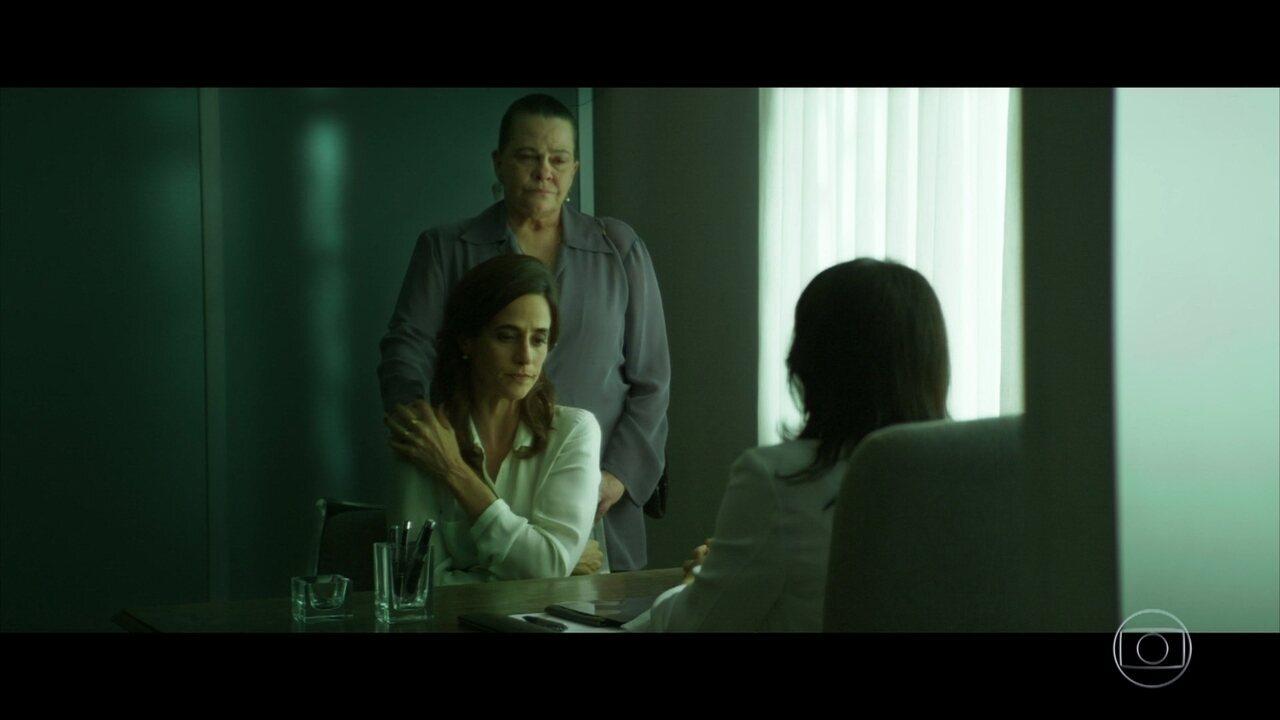 Glória Sadala (Mariana Lima) é diagnosticada com câncer de mama