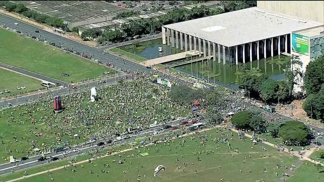 Distrito Federal tem manifestação em apoio a Bolsonaro e às reformas do governo