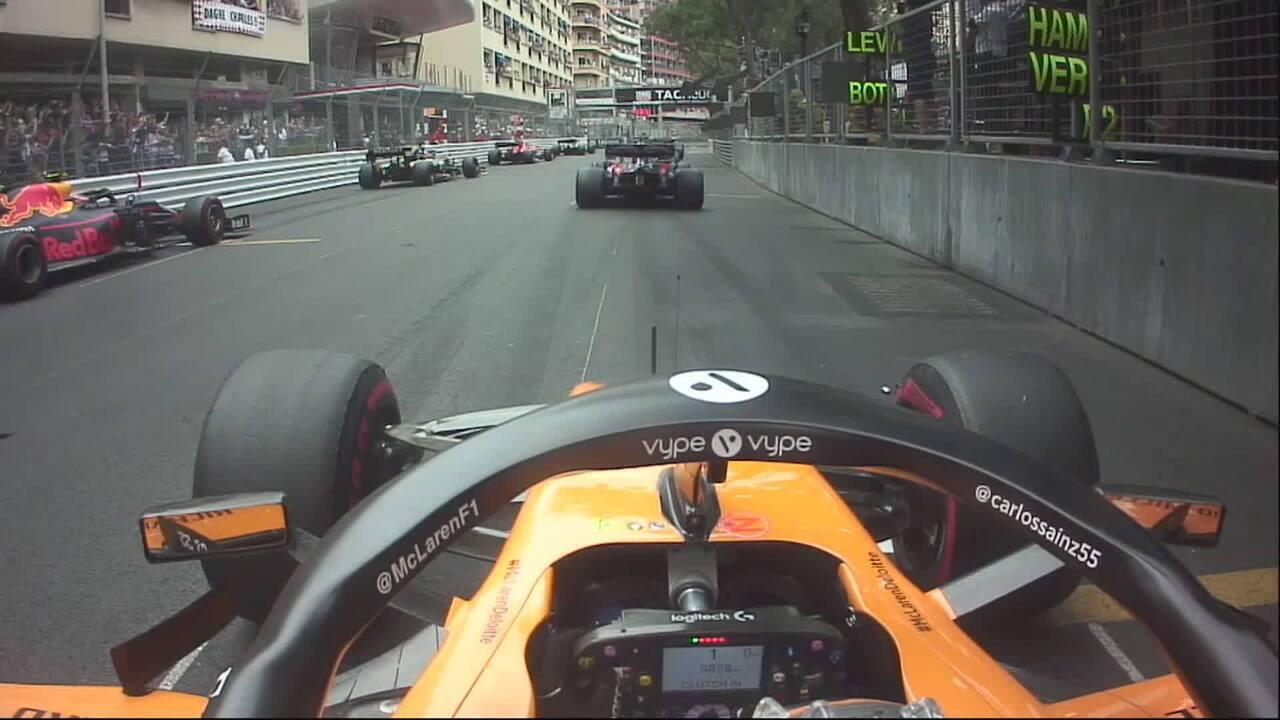 Carlos Sainz ganhou posições na primeira volta em Mônaco