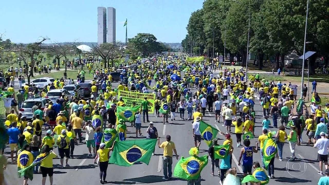 Manifestações em apoio a Jair Bolsonaro e propostas do governo ocorrem pelo país