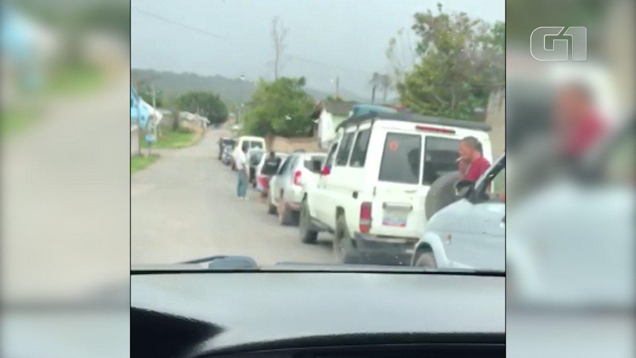 Vídeo mostra fila de 1km de carros da Venezuela esperando para abastecer em Pacaraima, RR
