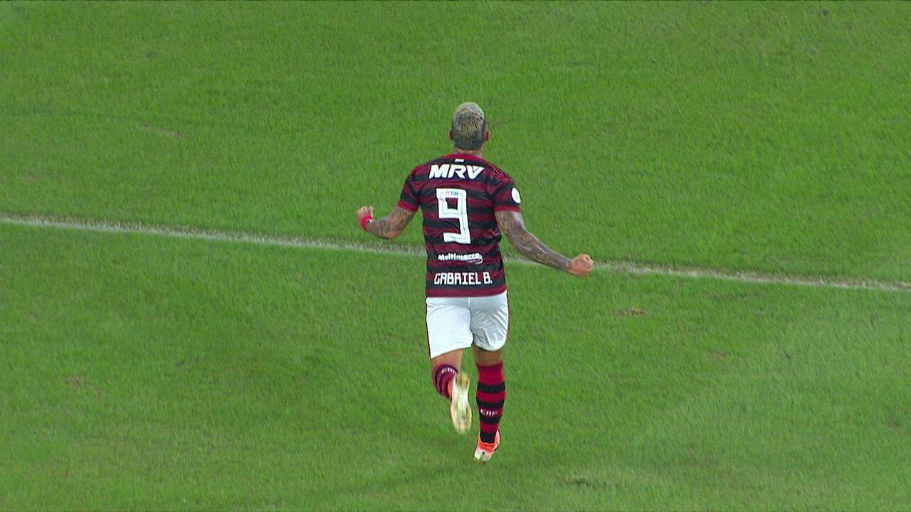 Gol do Flamengo! Arrascaeta acha Gabigol que amplia e VAR confirma, aos 23 do 2º tempo