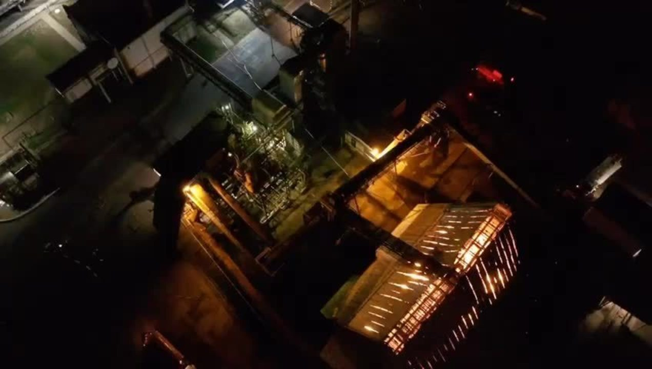 Incêndio na fábrica às margens da BR-365 em Uberlândia