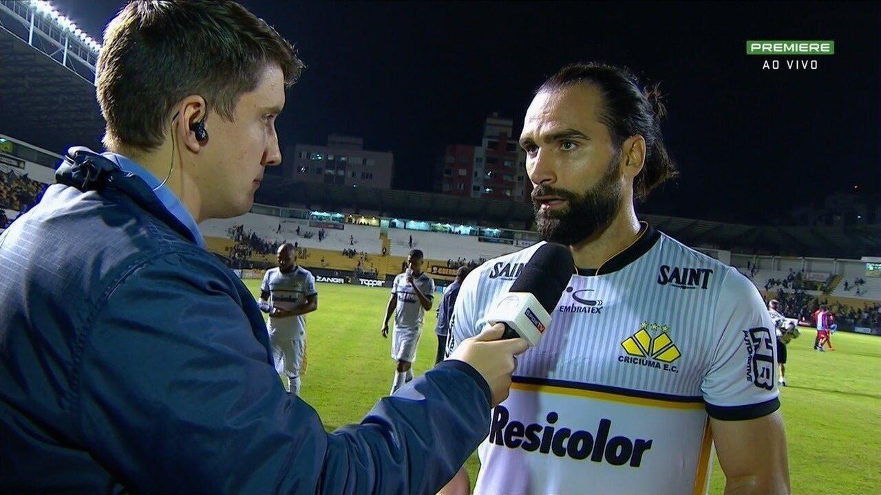 Léo Gamalho comemora gol, mas lamenta momento de instabilidade para o Criciúma