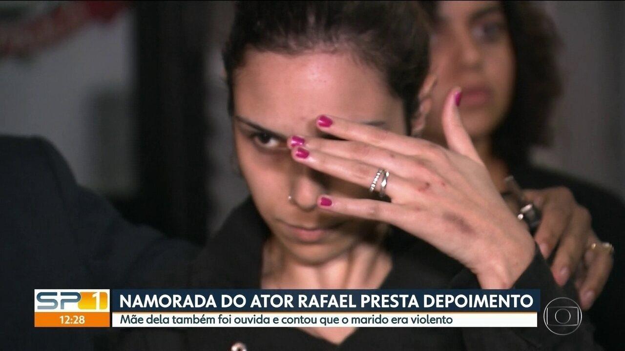 Namorada do ator Rafael Miguel e a mãe dela prestam depoimento